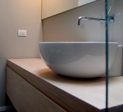 lavandino-su-bagno-legno-elegante