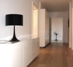 livingroom-bianco-lampada-nera